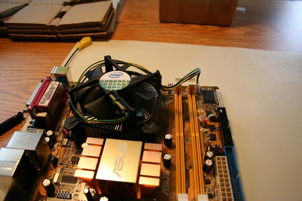 Heat sink fan instalation