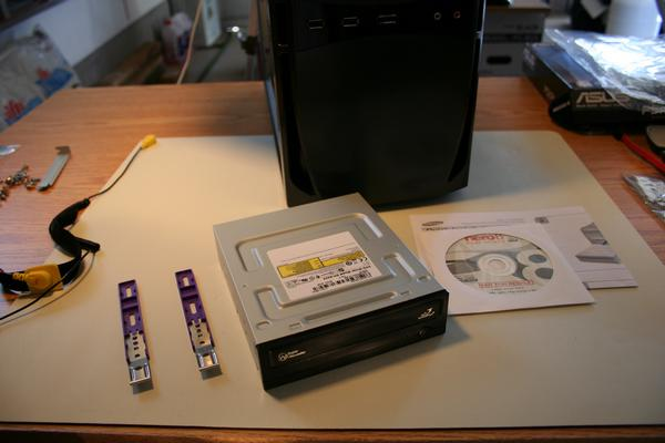Optical drive mounting brakets